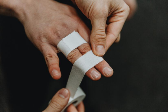 White Zinc Oxide Tape 2.5cm used to splint fingers