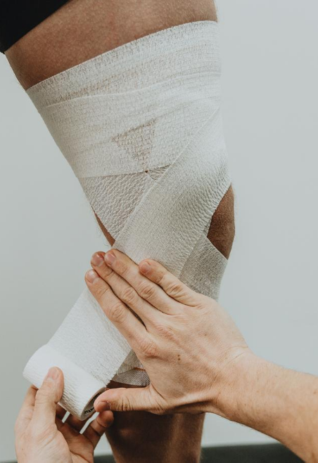 Tear EAB MCL Knee Strapping